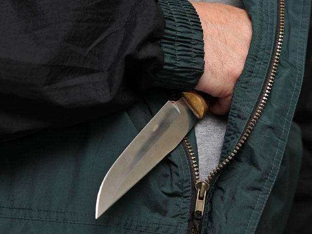 Не понравились песни об АТО: в Хмельницком пьяный мужчина напал с ножом на волонтера, собиравшую деньги для нужд бойцов ВСУ на Донбассе, - подробности