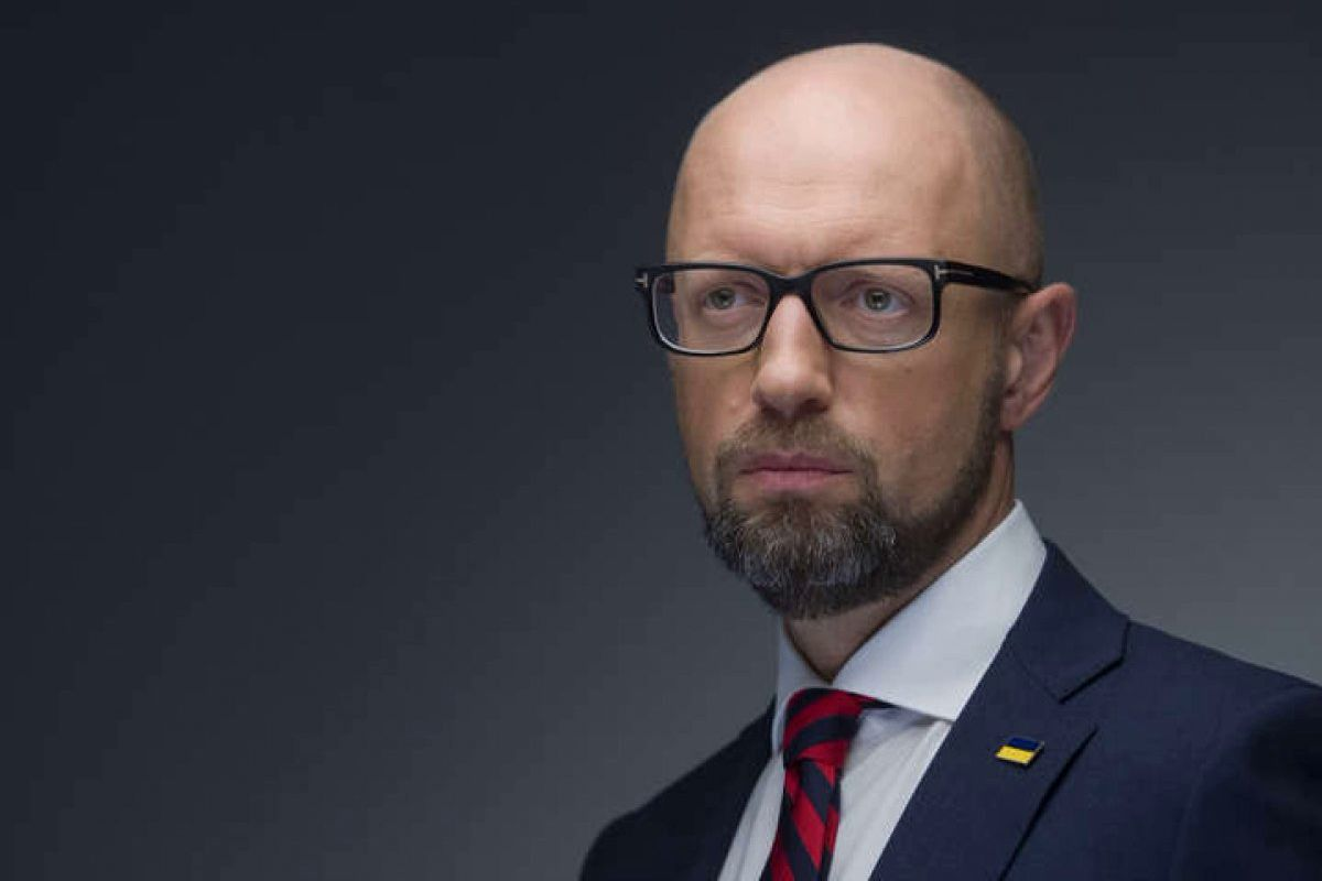 """Яценюк: """"Каждый украинец в будущем году будет платить на 650 грн больше за продукты"""""""