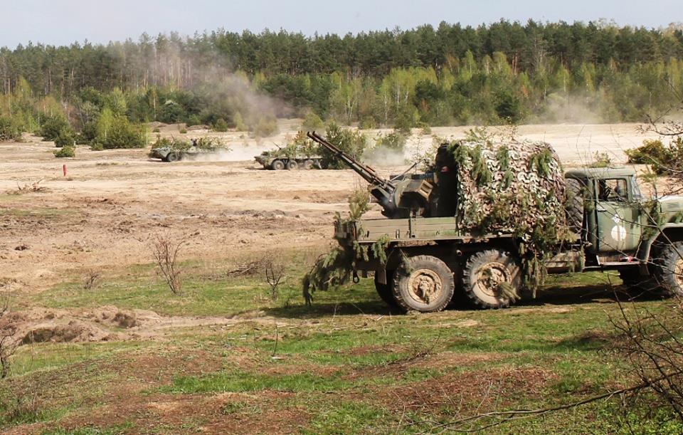 Военные аташе из двадцати стран посетили учения украинских десантников