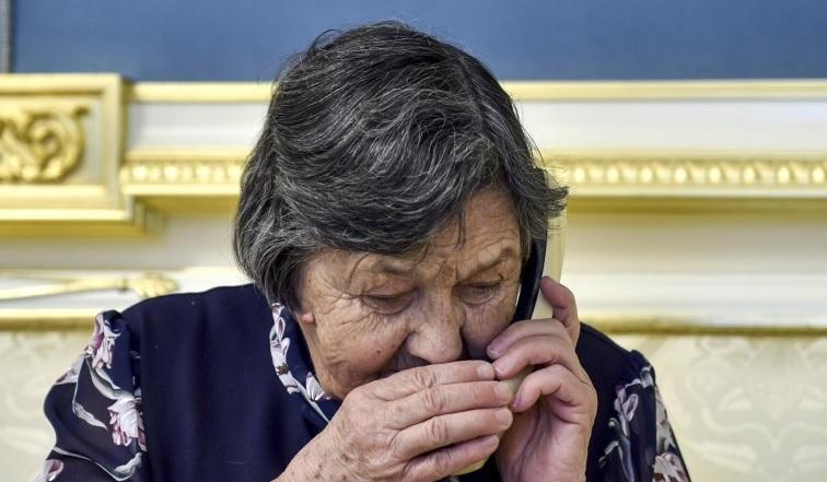 Фото дня: телефонный разговор мамы Надежды Савченко со своей дочерью