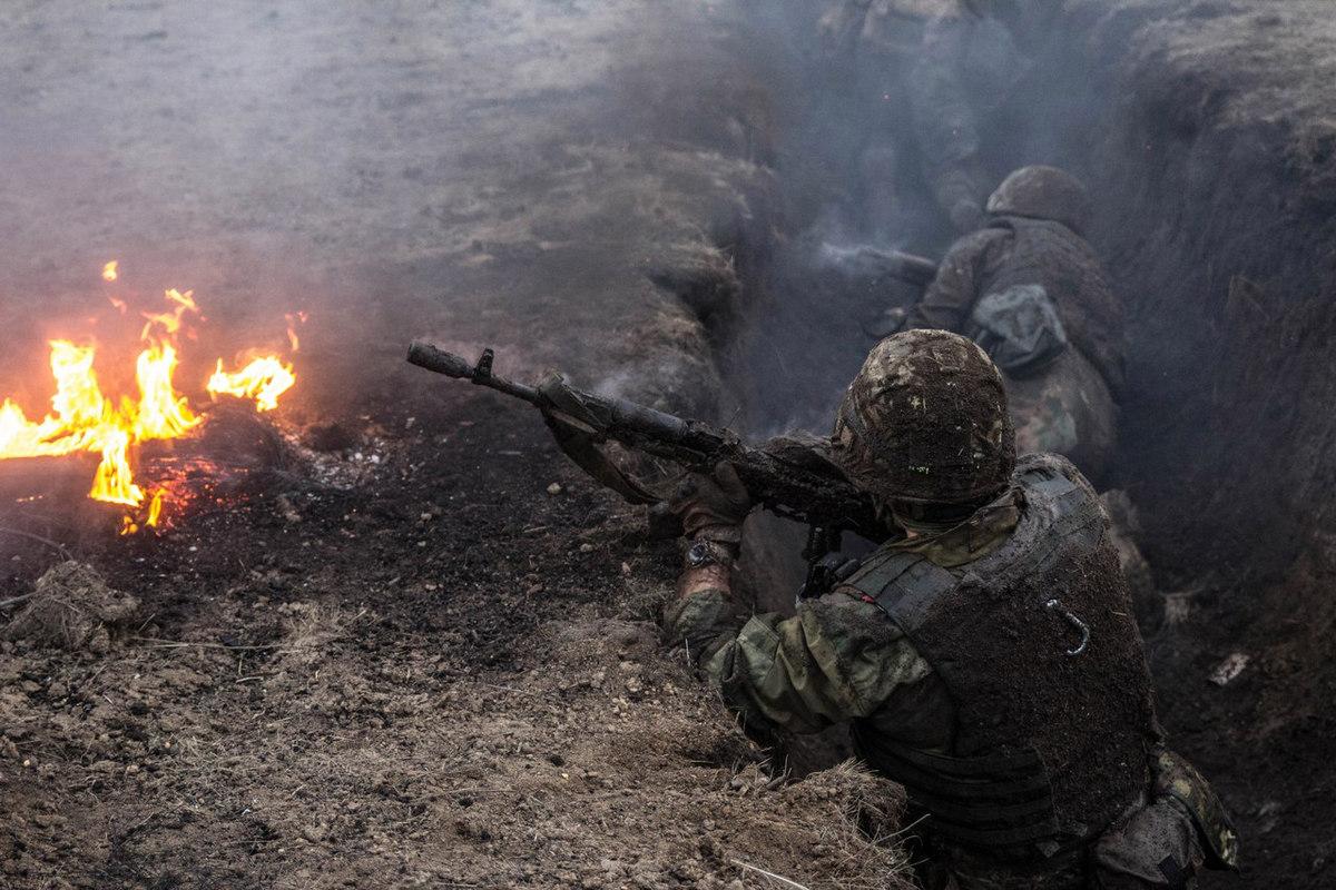 """Вражеские танки и минометы гремят по всей линии фронта - у оккупанта потери от мощных """"ответок"""" от ВСУ"""
