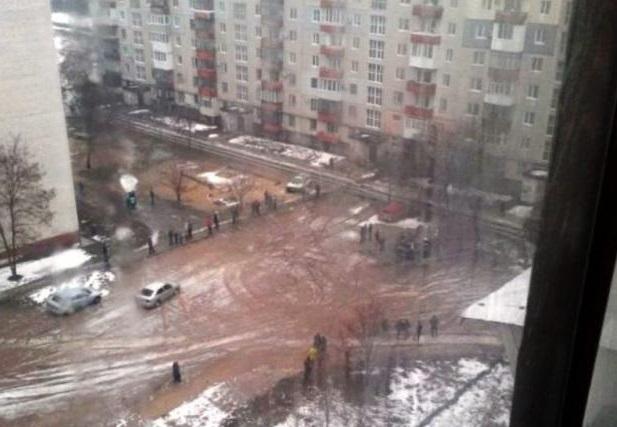 На Луганщине в густонаселенном районе прифронтового Северодонецка прогремел взрыв: появились подробности и первый кадр с места ЧП
