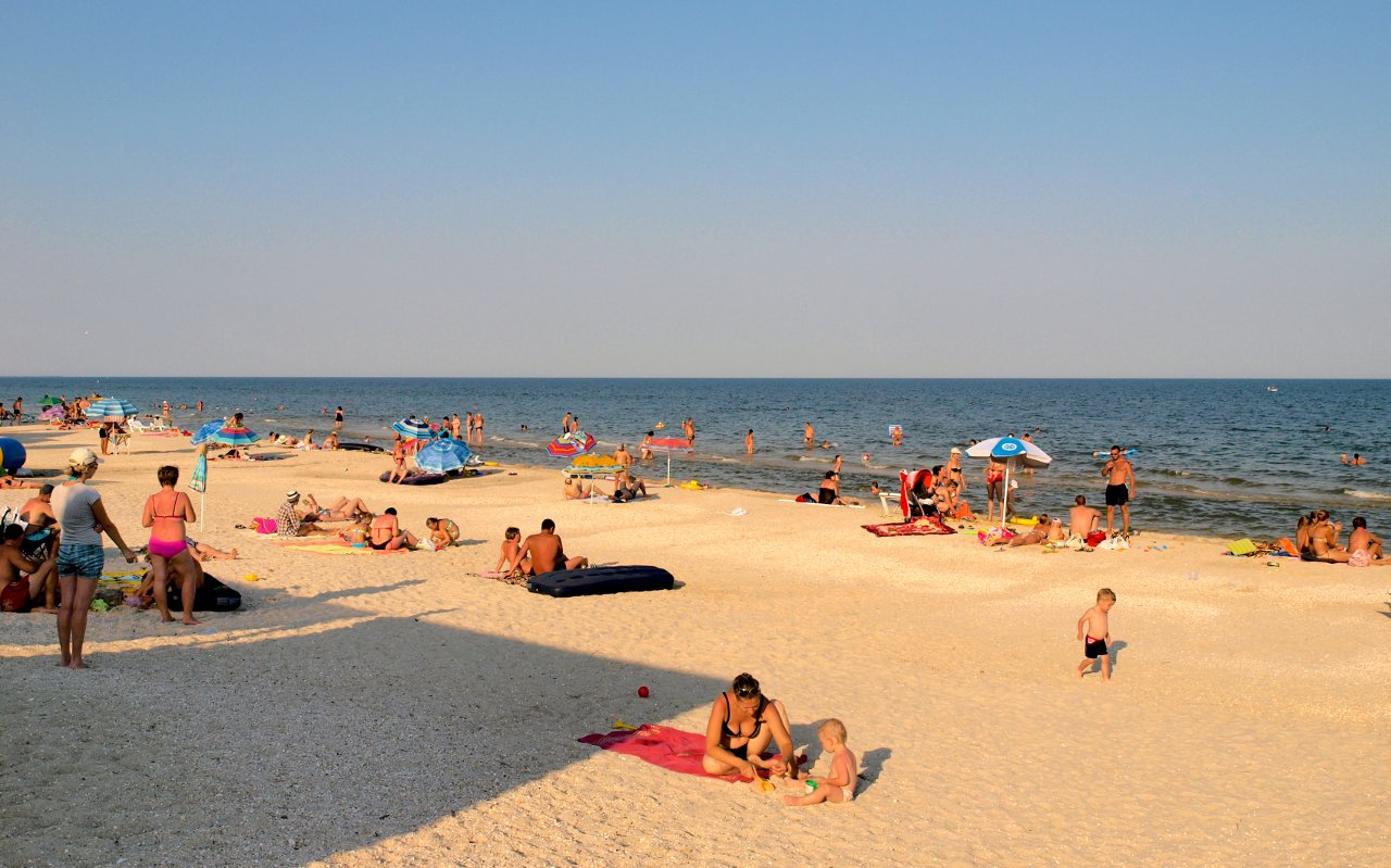 Пляжного сезона не будет: Азовское море закрыто – подробности