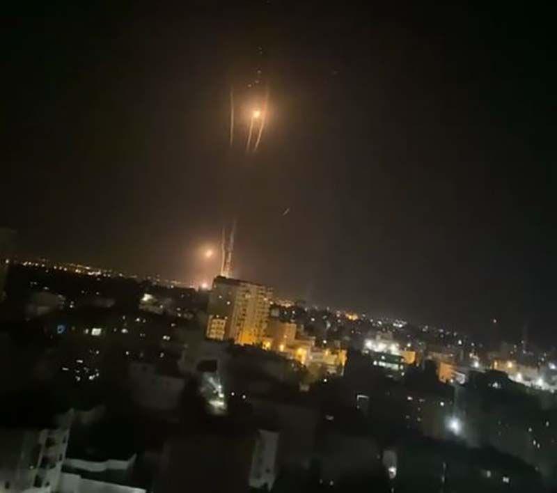ХАМАС снова обстреливает Израиль: сотни ракет выпущены по Тель-Авиву, есть пострадавшие - СМИ