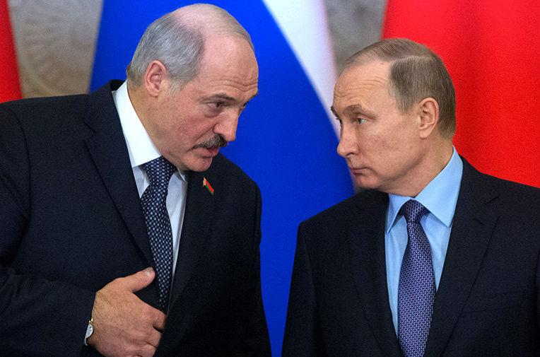 """Путин """"дожал"""" Лукашенко на """"тяжелой"""" встрече: Минск заставили определиться по Украине и согласиться на базу ВС РФ"""