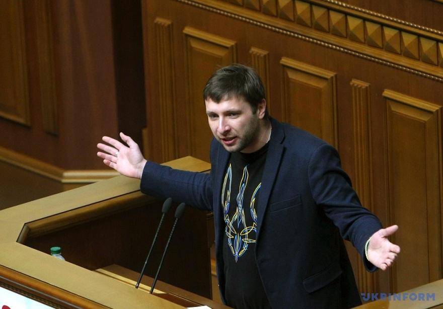Парасюк опять подрался: в Сеть попало видео потасовки скандального депутата с начальником УГО Валерием Гелетеем