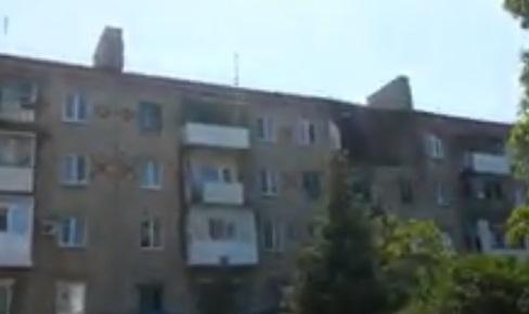 Последствия обстрела Горловки: снаряд попал в пятиэтажку