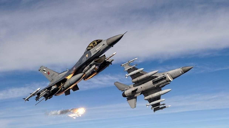 """Турецкие истребители F-16 """"перехватили"""" над Польшей российский разведывательный самолет """"Ил-20"""""""