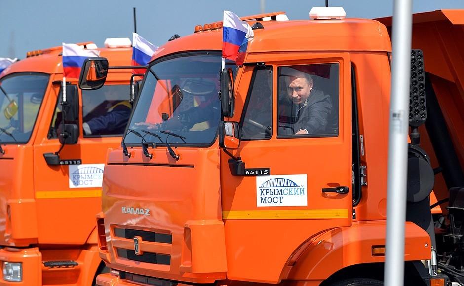 Пощечина и большие деньги: в России уже предрекли, чем для Путина обернется  Крымский мост
