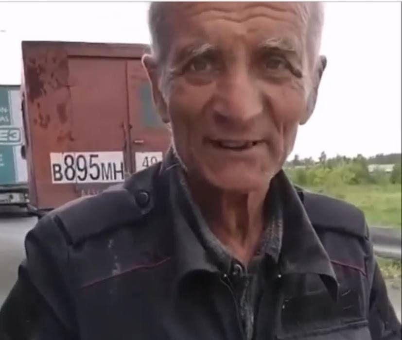 70-летний пенсионер из Магадана бежит в Донецк к семье - застрял на трассе без денег с семью собаками