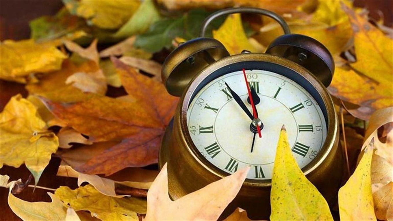 Украина переходит на зимнее время: когда и во сколько переводим стрелки часов