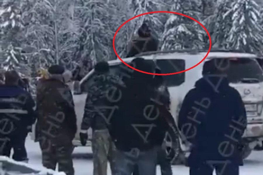 """Священник МП """"взорвал"""" Сеть обрядом прямо из """"Лексуса"""": поведение попа возмутило даже россиян - видео"""