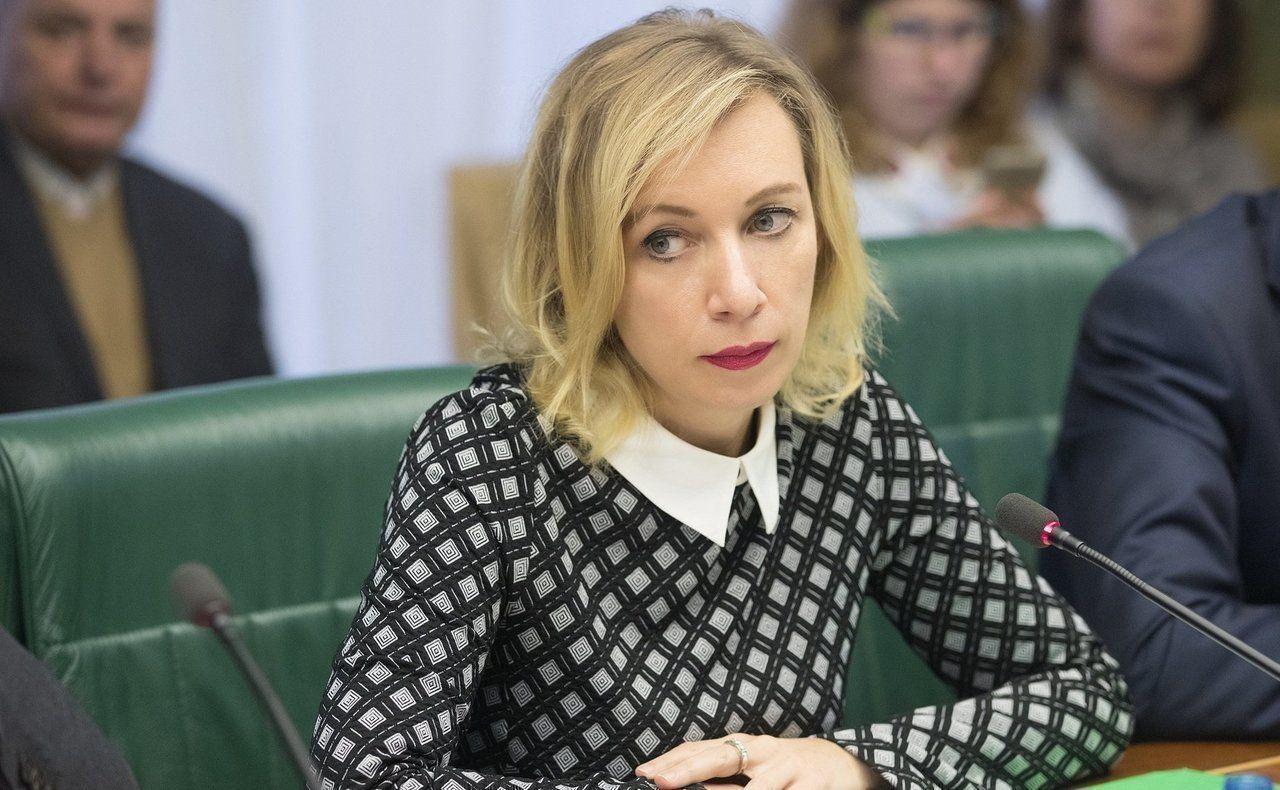 """Захарова не может понять, почему Зеленский не считает украинцев и россиян """"братьями"""""""