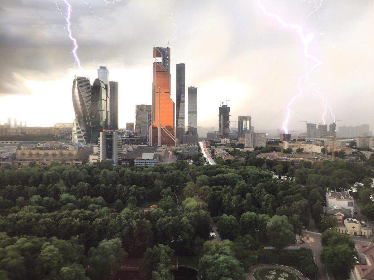 Страшный ураган в Москве: уже 2 погибших  и 6 пострадавших – самые жуткие кадры природного Армагеддона