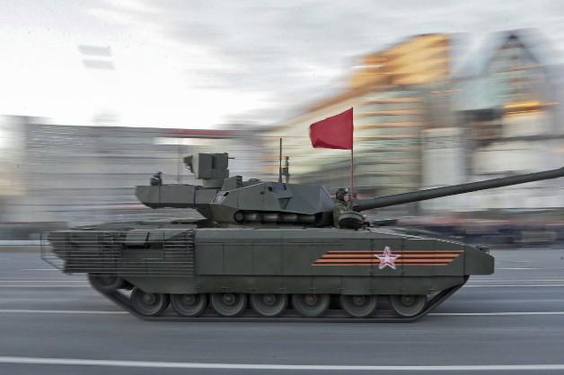 """Военный плагиат России: Невзоров рассказал об украденной идее """"уникального"""" российского танка """"Армата"""" - кадры"""