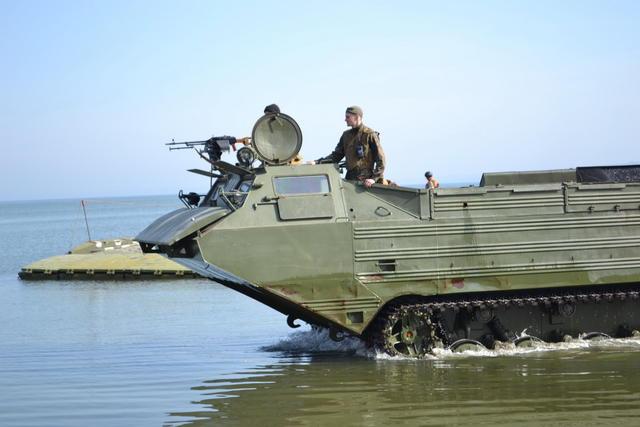 """Во время учений """"Летняя гроза-2016"""" украинская армия впервые за 20 лет форсировала реку Днепр"""