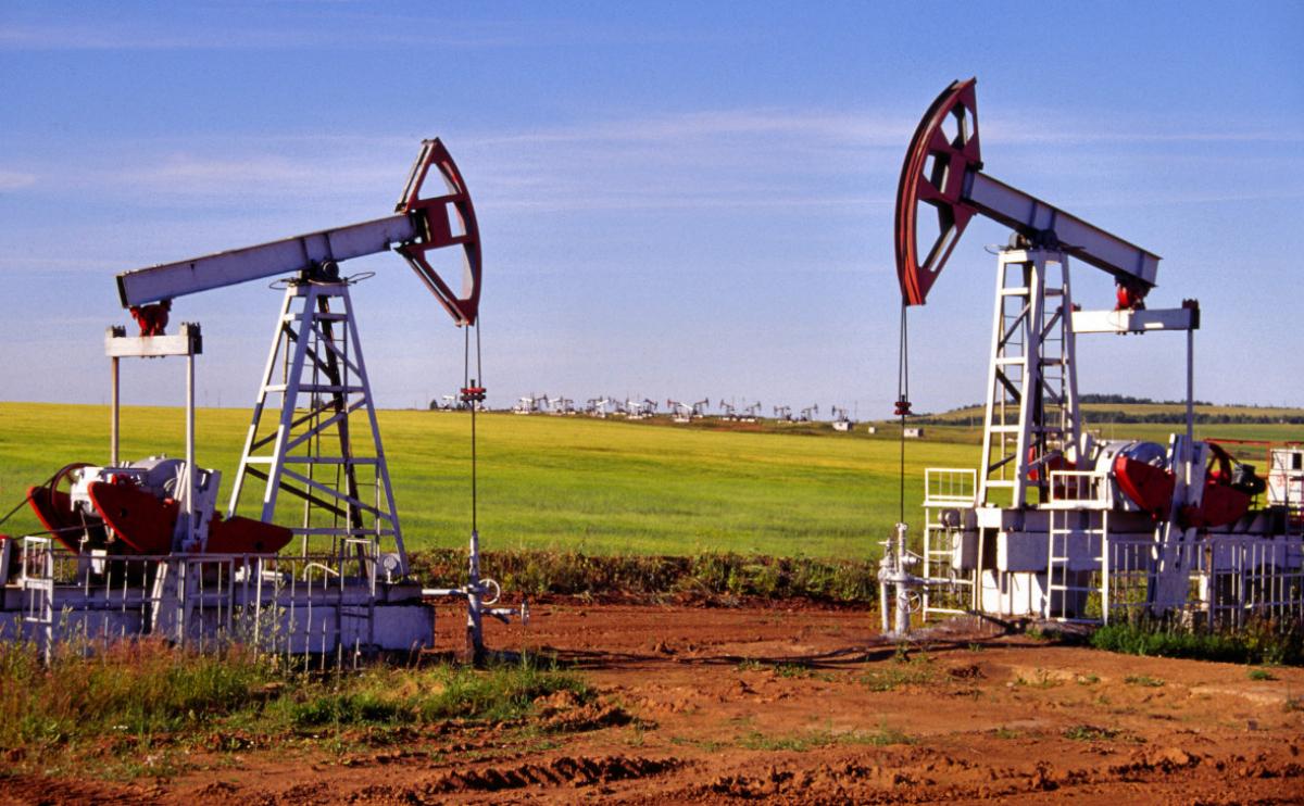 Цена на нефть 13 мая: рынок продолжает проседать на фоне заявлений из США