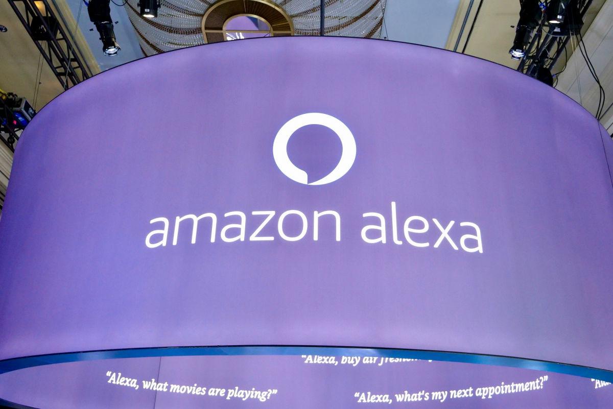 Голосовой помощник от Amazon Alexa теперь может выключать свет в доме и принимать другие решения, не спрашивая об этом пользователя