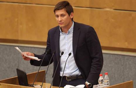 """""""Этот человек уже никогда не поймет, что в XXI веке так и не вышел из пещеры"""", - оппозиционер Гудков жестко ответил на шутку Путина о геях"""