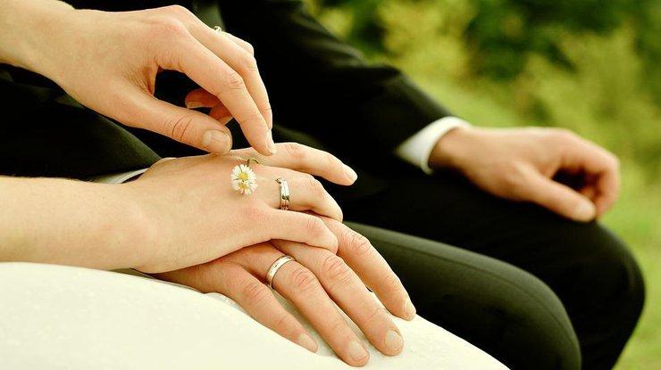 Как выбрать кольца для помолвки и свадьбы: несколько советов жениху и невесте от сети Ювелирная Карта