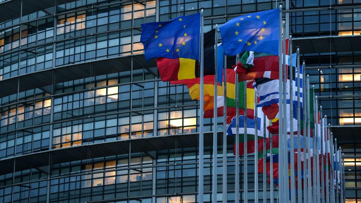 """Европарламент ужесточает отношения с РФ: разрыв бизнес-связей и крушение """"СП-2"""""""