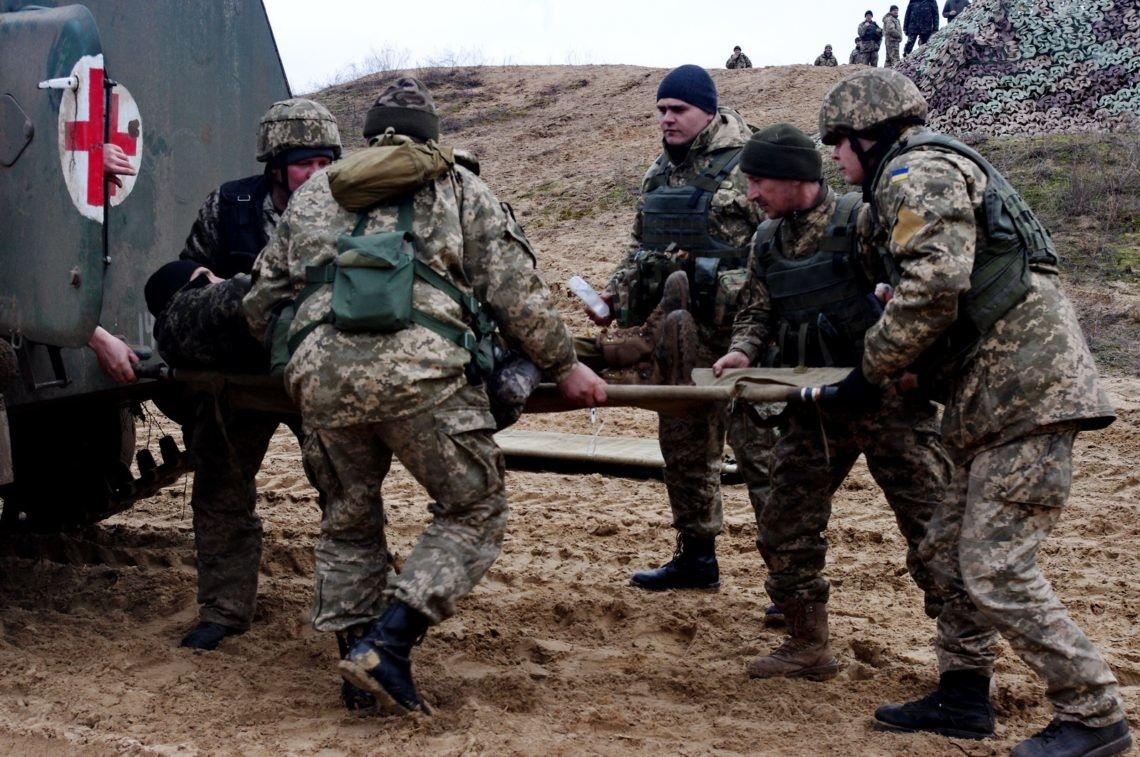 Наемники на Донбассе ранили 7 бойцов ВСУ, среди которых четыре женщины