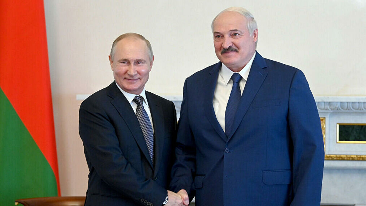 """Лукашенко ответил Западу на критику союза Беларуси с Кремлем: """"Если будет мало, сюда будут введены все ВС РФ"""""""