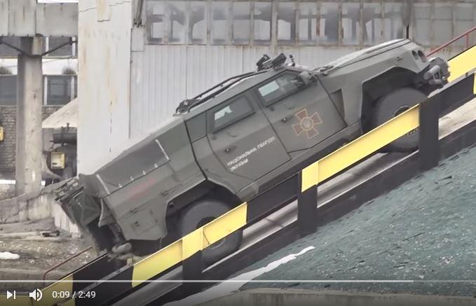 """С уникальной системой Run-flat: в Украине показали испытания суперброневика для Нацгвардии """"Новатор"""" – кадры"""