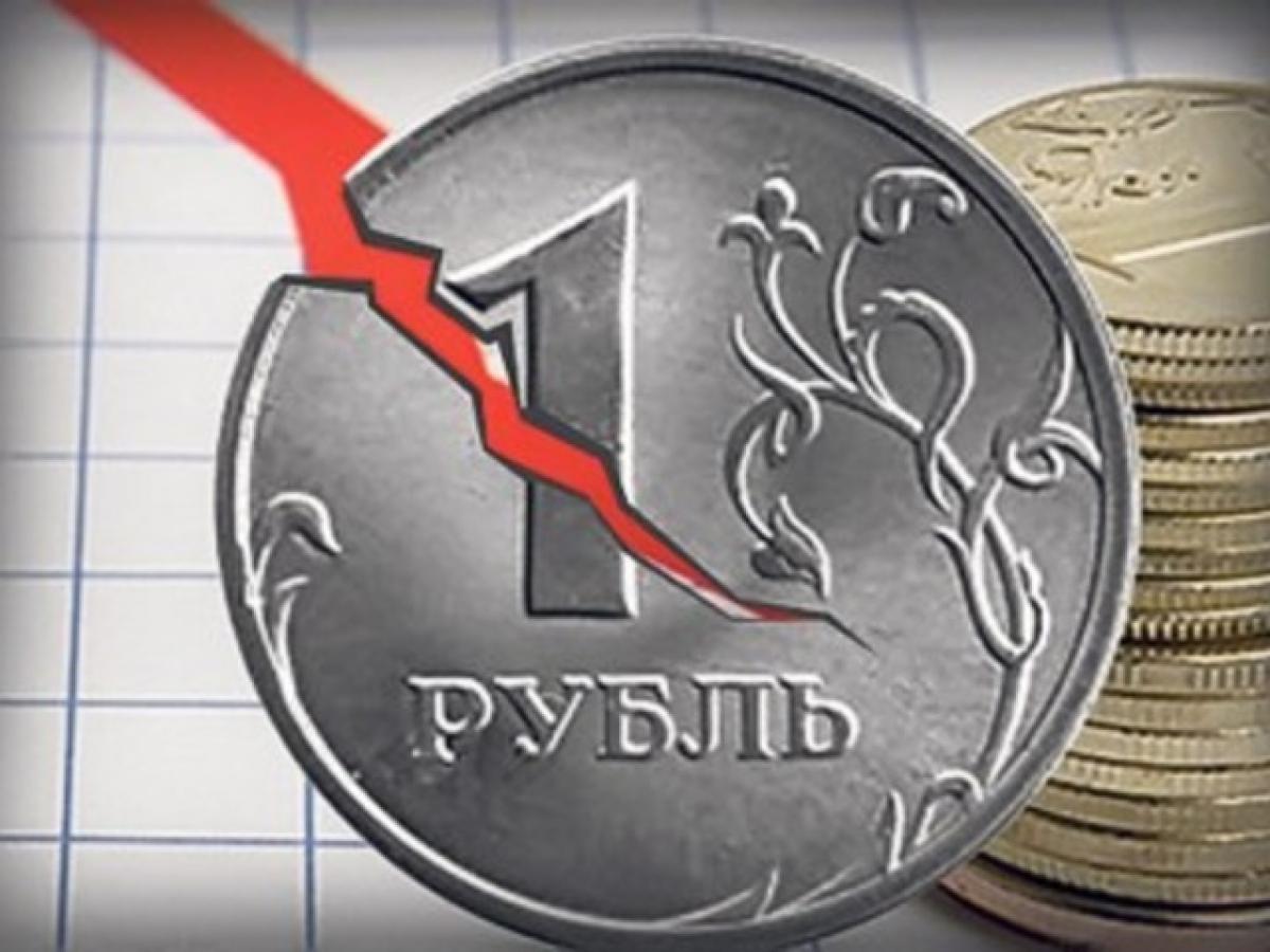 Обвал рубля ниже 100 за евро уже в этом году: в России признали, что до антирекорда один шаг