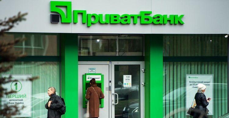 """Массовый сбой в работе """"ПриватБанка"""": украинцы жалуются на повторное списание средств"""