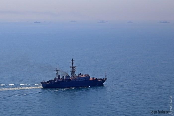 Охваченный страхом Путин отправил следить за совместными учениями Украины и НАТО современный корабль-разведчик: в Сеть попали эксклюзивные кадры