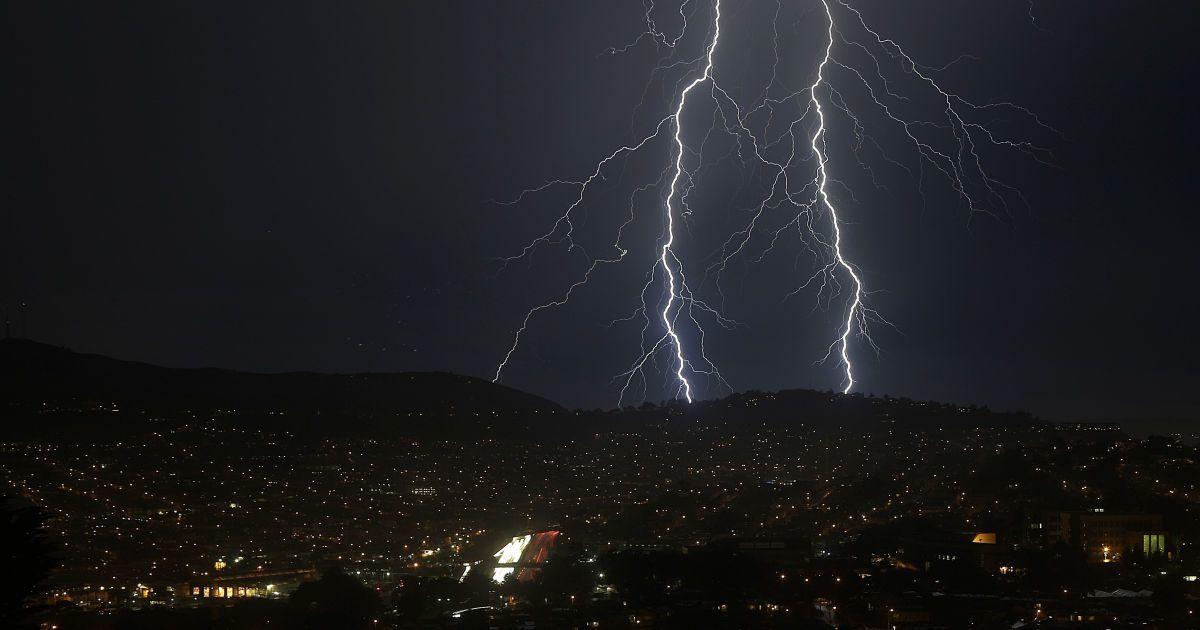На Киев надвигаются залповые дожди и грозы: ожидается 60 % месячной нормы осадков