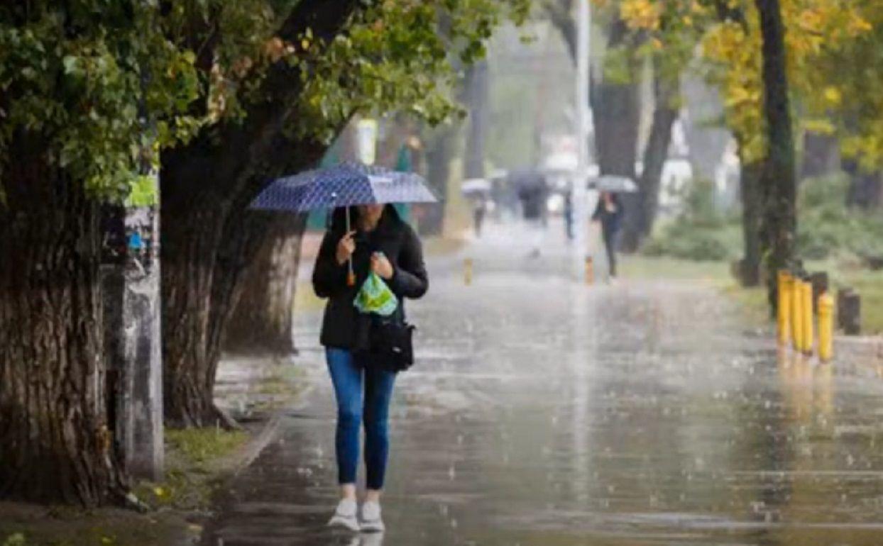 Синоптики предупреждают: на Украину вновь обрушатся дожди и шквальный ветер