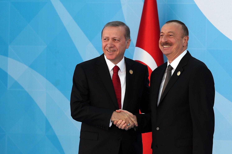 Азербайджан после Карабаха в 15 раз увеличил объем закупок вооружения у Турции - РФ теряет рынок сбыта
