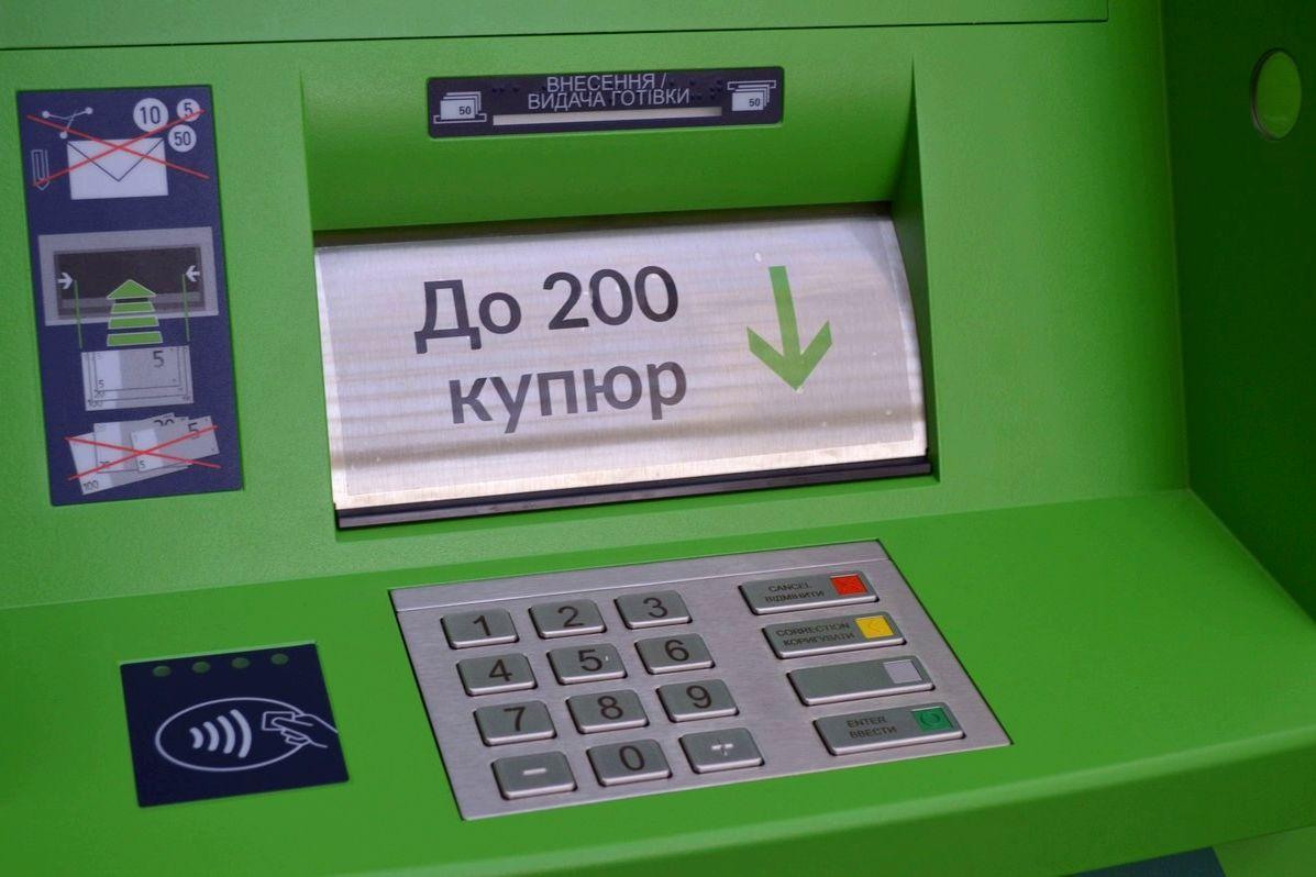 Подорвали и скрылись с деньгами: в Харькове злоумышленники обокрали банкомат