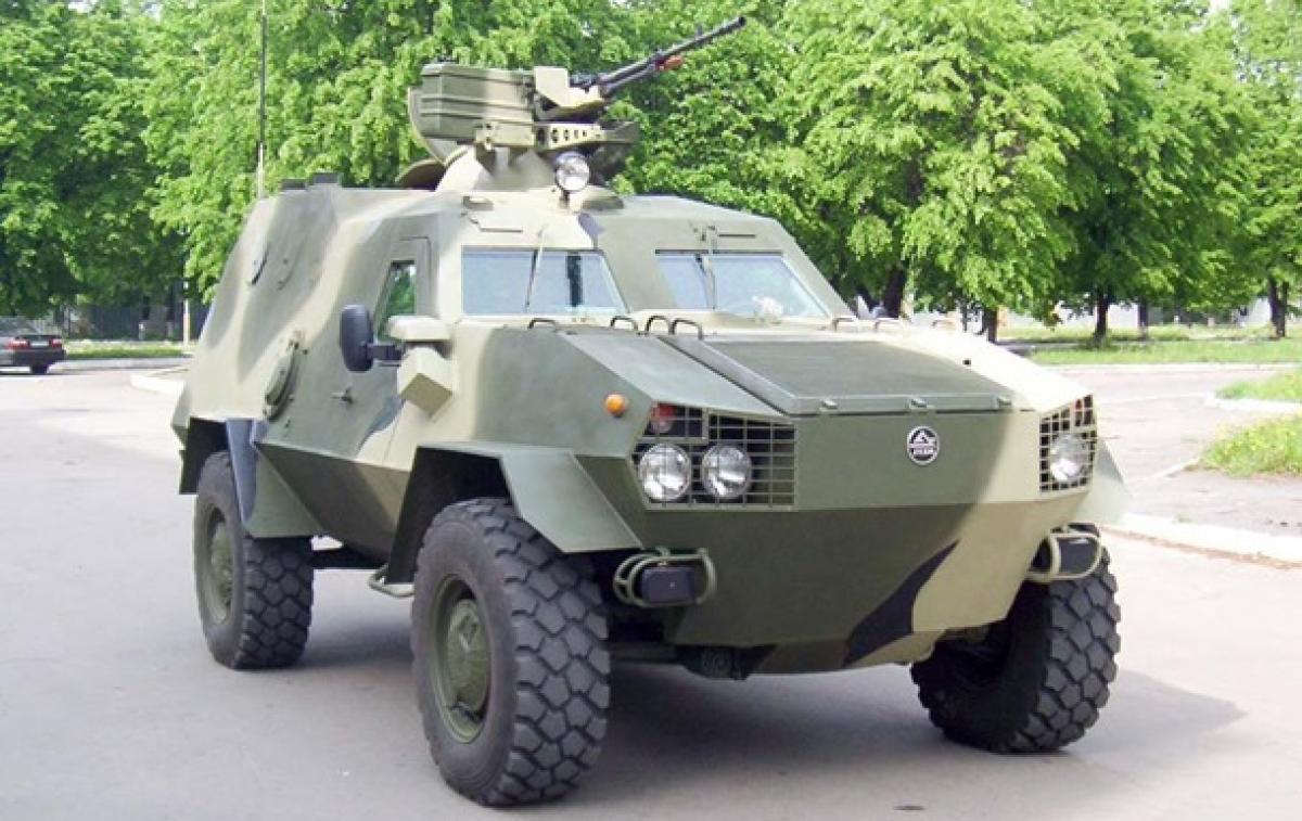 """ВСУ приняли на вооружение новый тактический броневик """"Дозор-Б"""": врагам не поздоровится, кадры"""