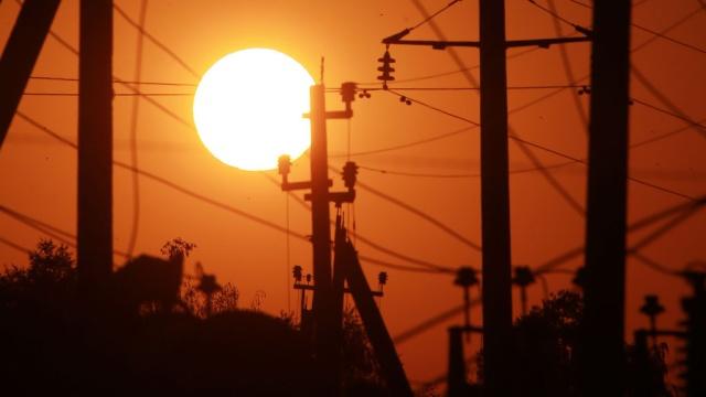 Путин приказал оставить Крым без украинского электричества