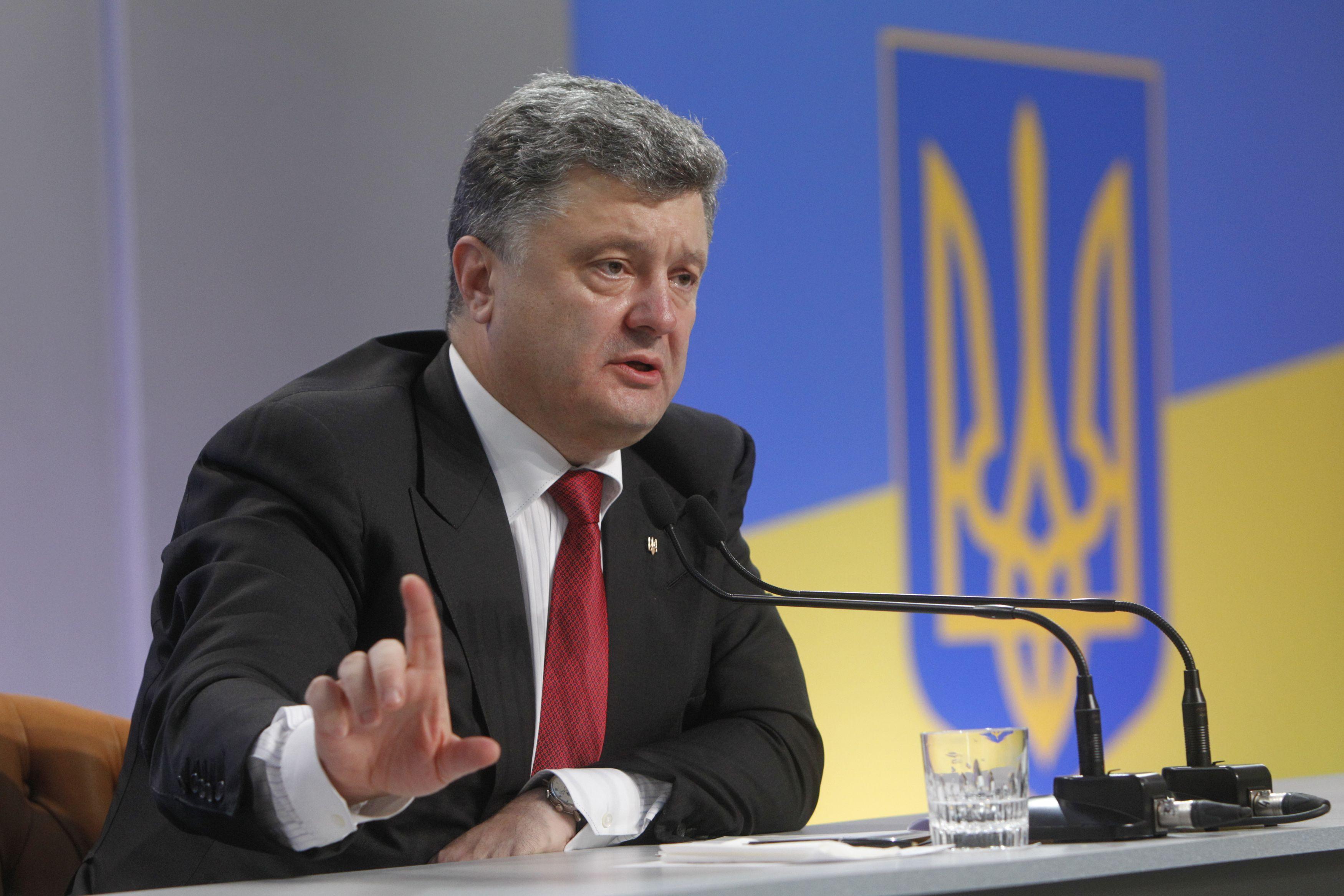 На Донбассе могут появиться вооруженные отряды ОБСЕ: Порошенко готовится поднять тему на переговорах с Меркель