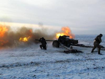 В Донецке идут ожесточенные обстрелы: с наступлением темноты снова слышны залпы и взрывы