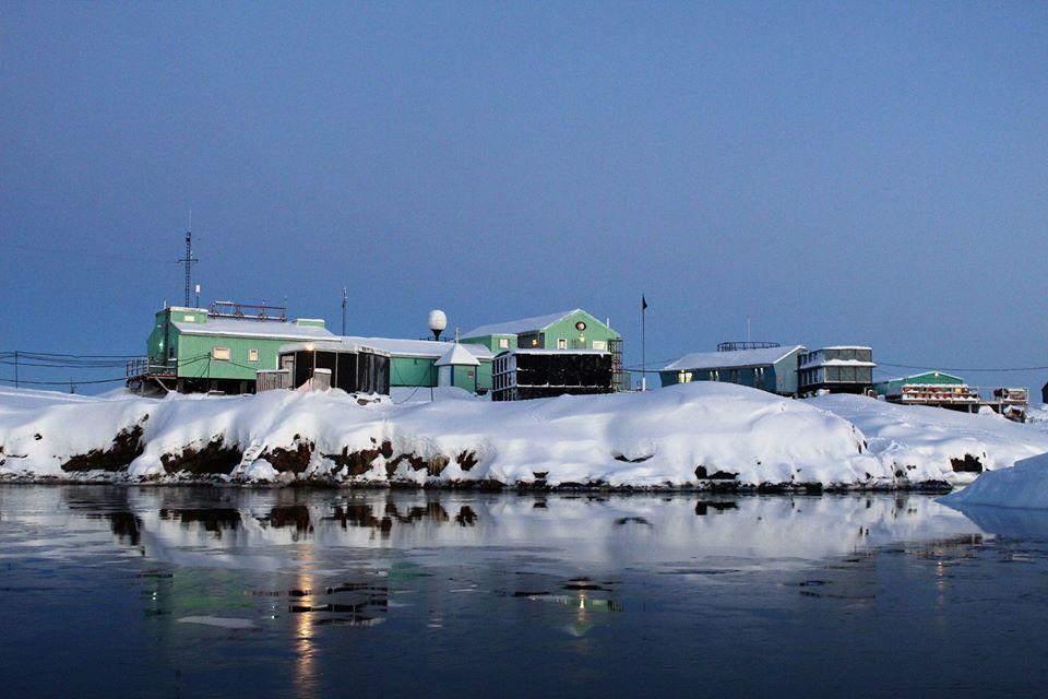 """Двойное солнце и белая радуга: полярники столкнулись с """"загадочными"""" явлениями в Антарктиде"""