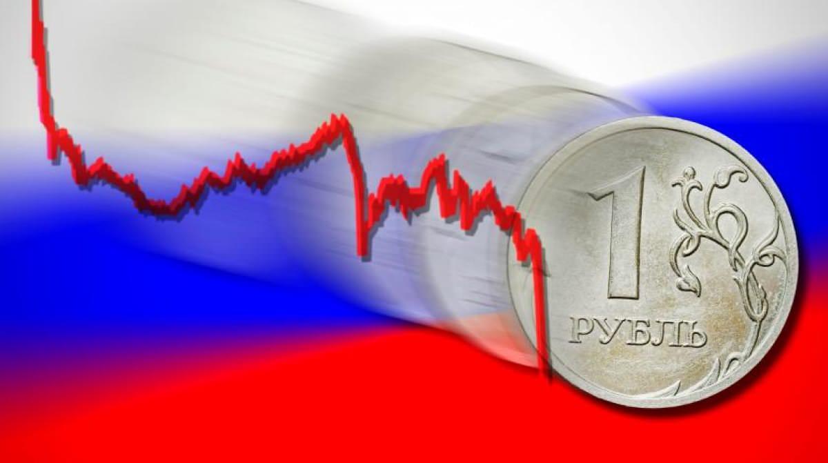 В России рекордно обвалился рубль до минимума с 2014 года