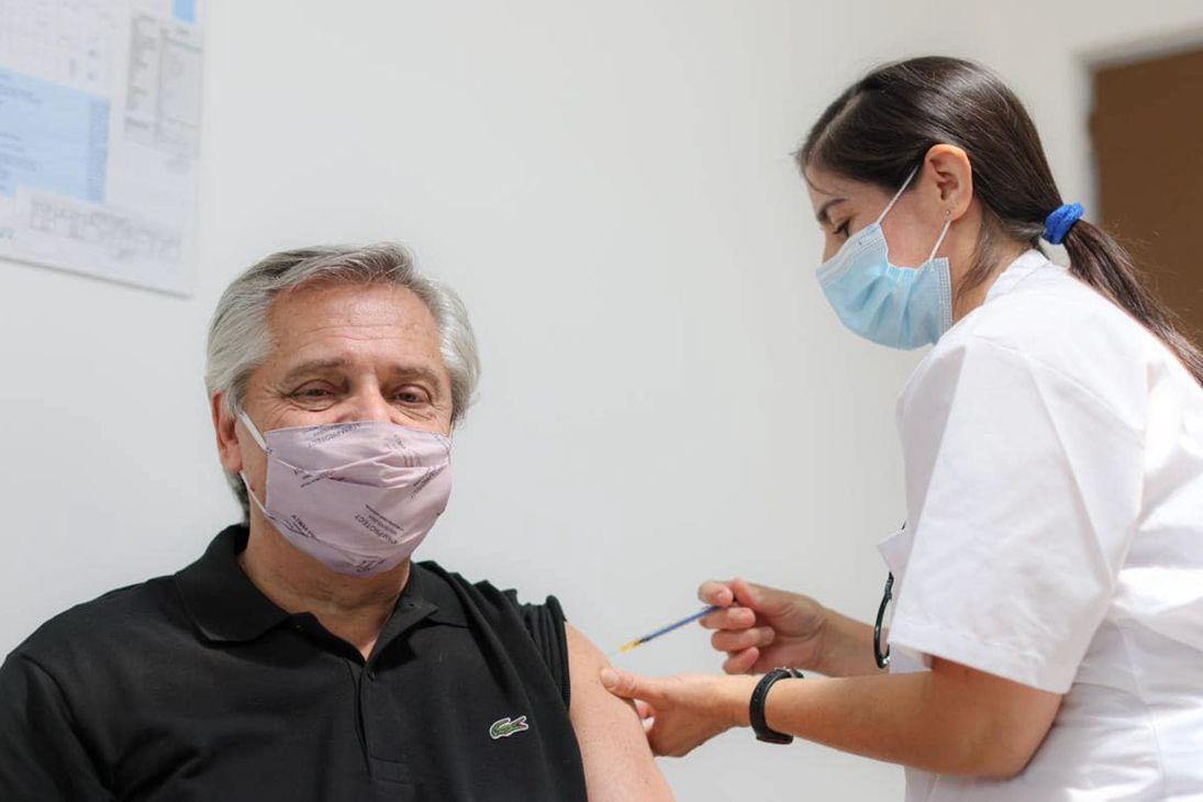 "Президент Аргентины заболел COVID-19 через 2 месяца после вакцинации ""Спутник V"" – в РФ ответили"