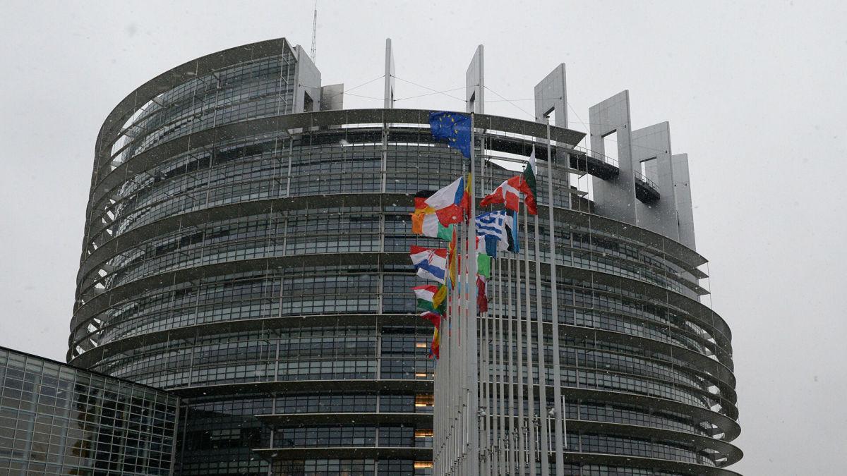 Отключить от SWIFT и отстранить от Олимпиады: основные тезисы резолюции Европарламента по Беларуси