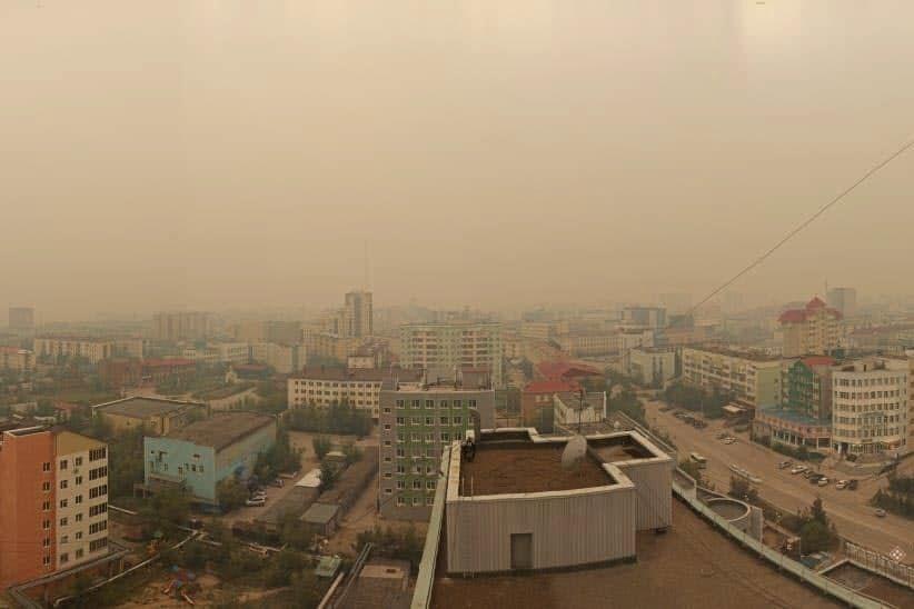 """В Якутске небо окрасилось в оранжевый цвет, экологи заговорили о ЧП: """"Дышим чистым ядом"""""""