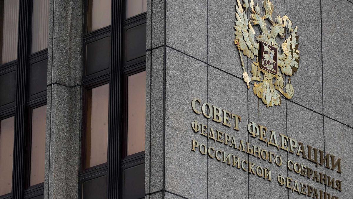 """Россия угрожает США мощной """"реакцией"""" на санкции против 35 """"друзей"""" Путина"""