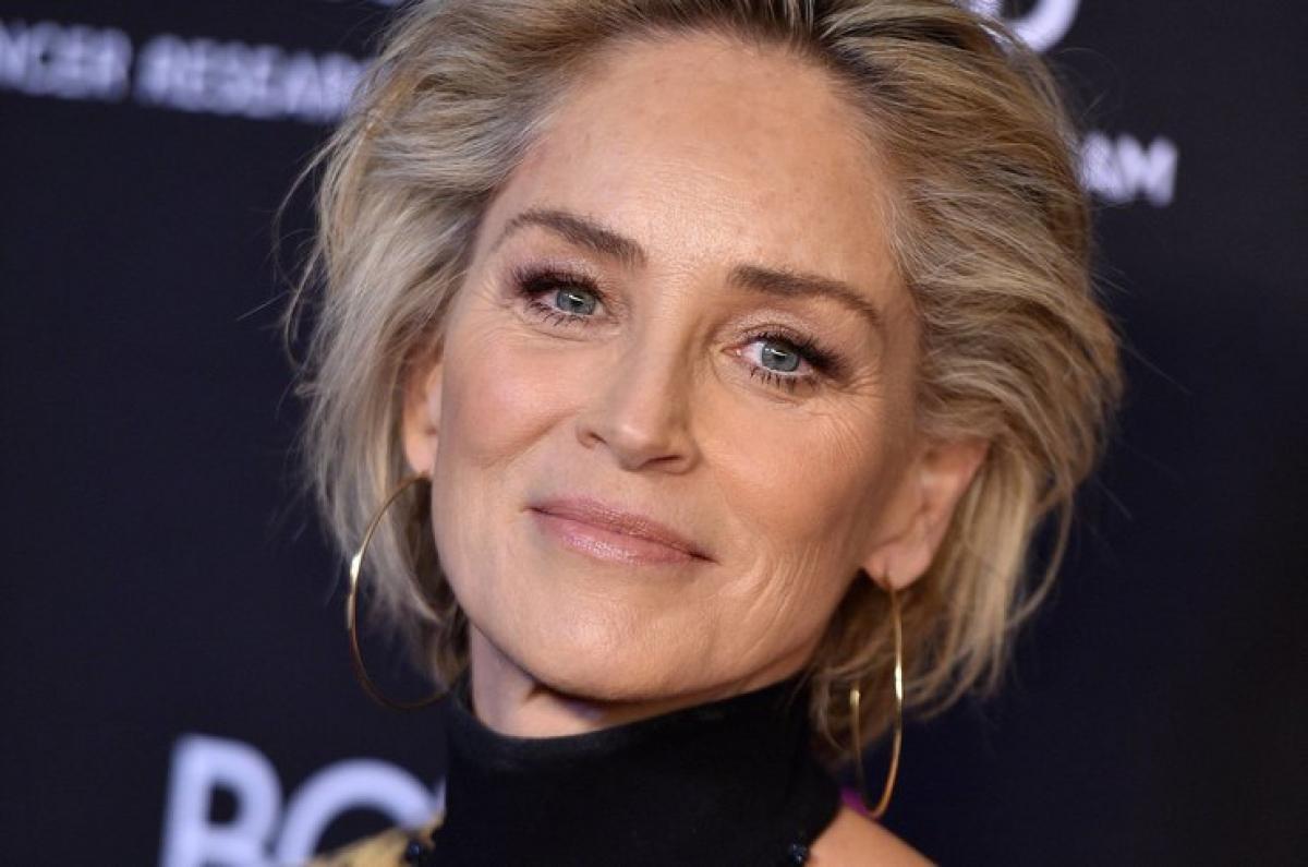 61-летнюю Шэрон Стоун удалили с сайта знакомств: детали любовной истории знаменитой актрисы
