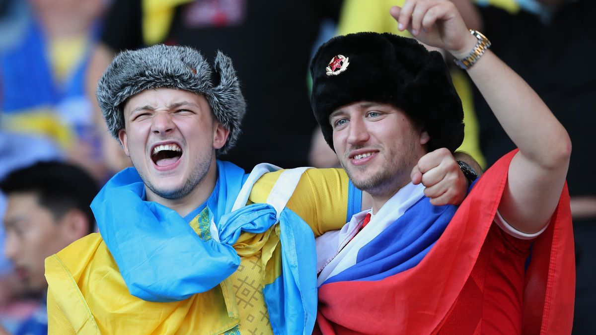 Посольство РФ в Великобритании обратилось в полицию после конфликта болельщика в шапке-ушанке