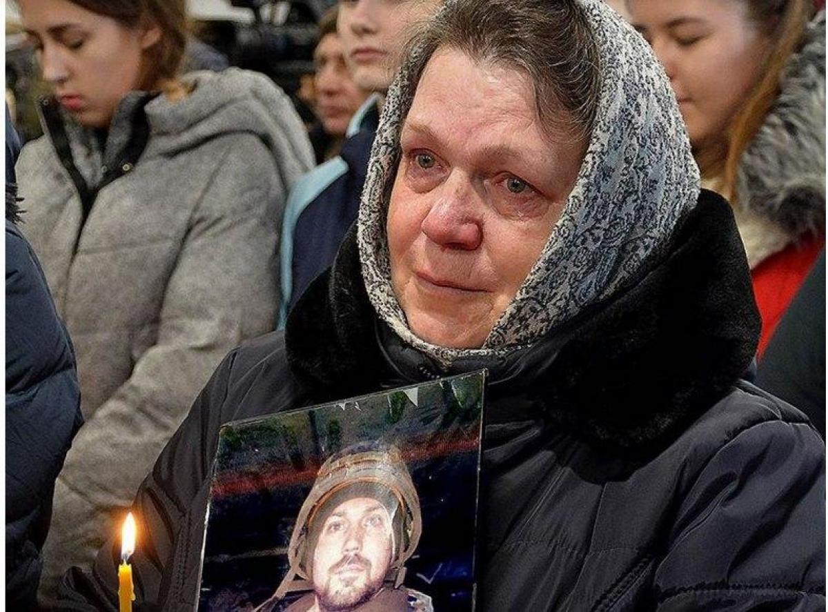 Священник УПЦ МП выгнал мать погибшего киборга Дениса Поповича и всю его семью из храма на дождь и ветер, детали