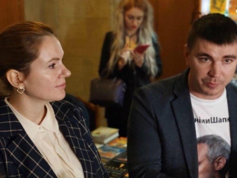 Похорон Полякова ледь не закінчився скандалом: біля труни зустрілися дружина нардепа й Анна Скороход