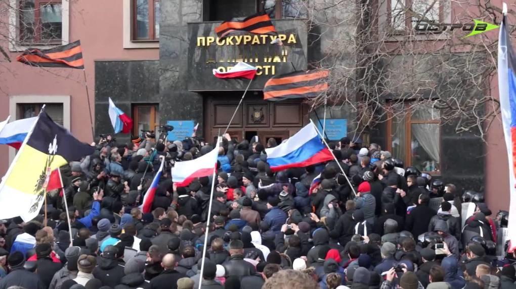 Пророссийские митинги и призывы к Путину: сторонники России создали в Херсоне свой орган самоуправления